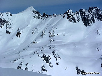 backcountry-skiing-coast-mountains-Whistler-Spearhead-Traverse